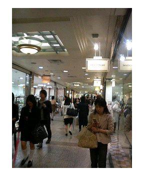 横浜駅の商店街を散策